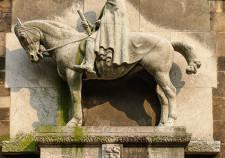 das Moltke Denkmal an der Liebfrauenkirche