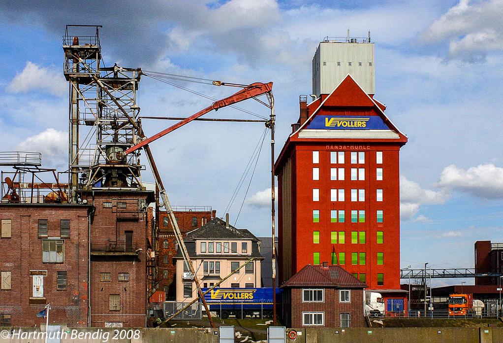 Blick auf die Hansa Mühle mit einem alten Getreideheber