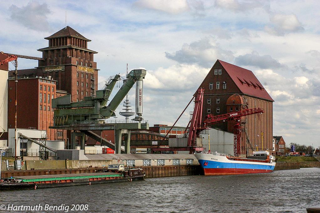 Blick auf die Rolandmühle am Bremer Getreidehafen