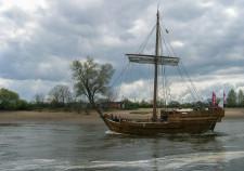 der Oruginalnachbau einer Bremer Hansekogge auf der Weser