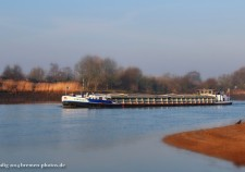 Binnenschiff auf der Weser