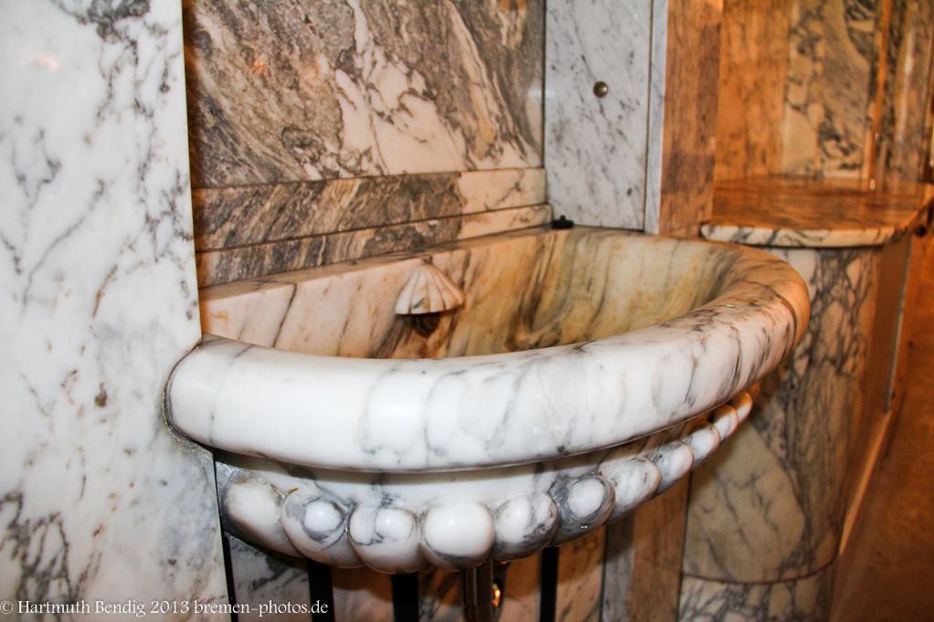 das Waschbecken im Marmorsaal von Kafee HAG
