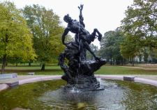 der Bremer Centaurenbrunnen am Leibnitzplatz