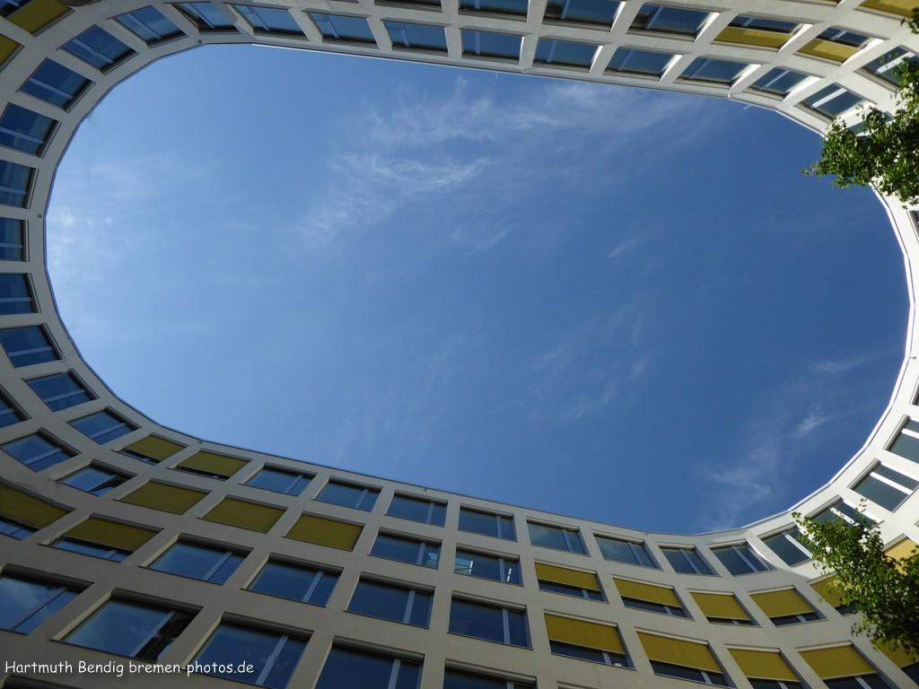 im Innenhof des Neubaus der Bremer Landesbank