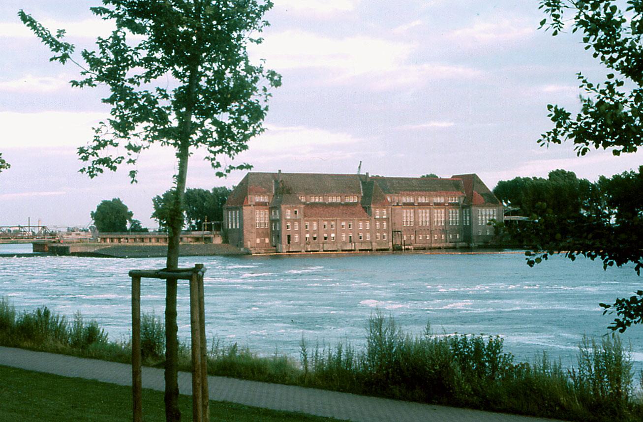 das alte Bremer Weserwehr 1987