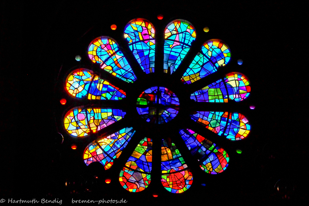 """Alfred Manessier, 1966 """"Marienfenster"""" - Rundfenster im Westwerk der U.L.Frauen-Kirche"""