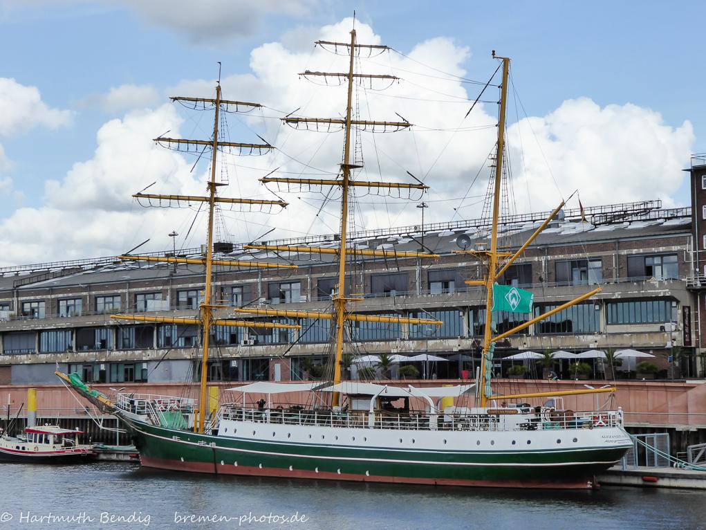 Segelschiff Alexander von Humboldt vor Schuppen 1