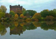 Bremen alte Wasserkunst- umgedrehte Kommode an der Weser im Herbst