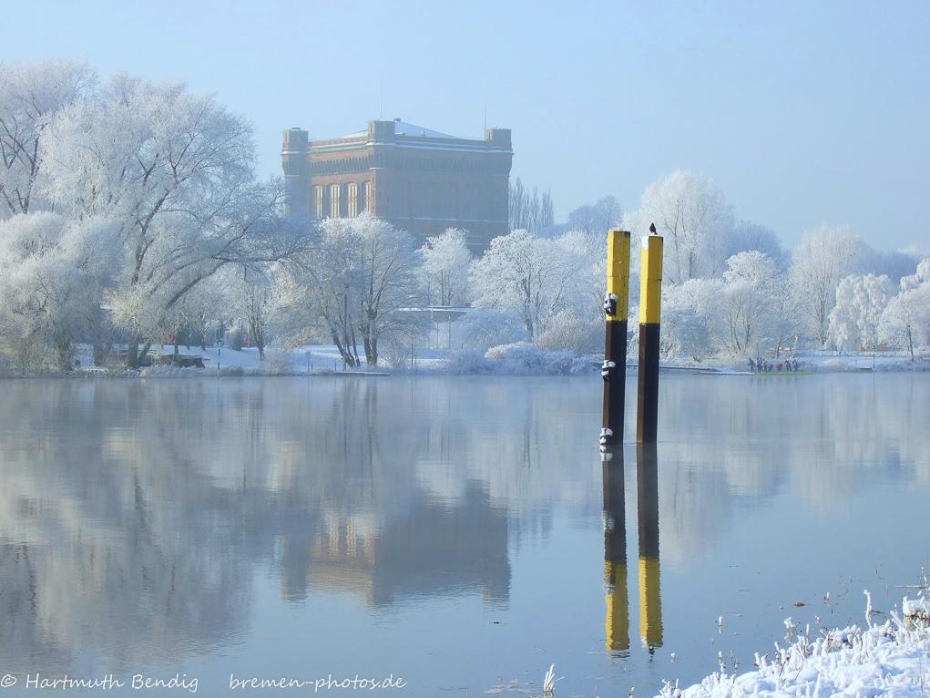 Bremen-alte-Wasserkunst-umgedrehte-Kommode-an-der-Weser-Winteranfang 2007