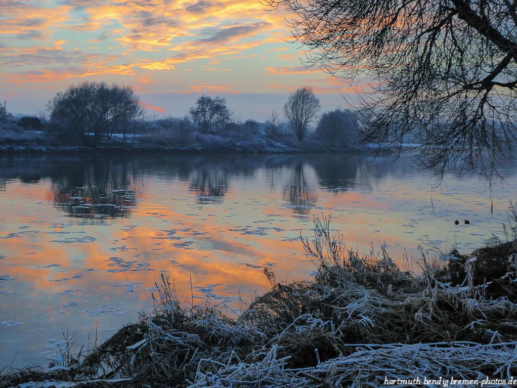 Sonnenuntergang im Winter mit Blick über die Weser