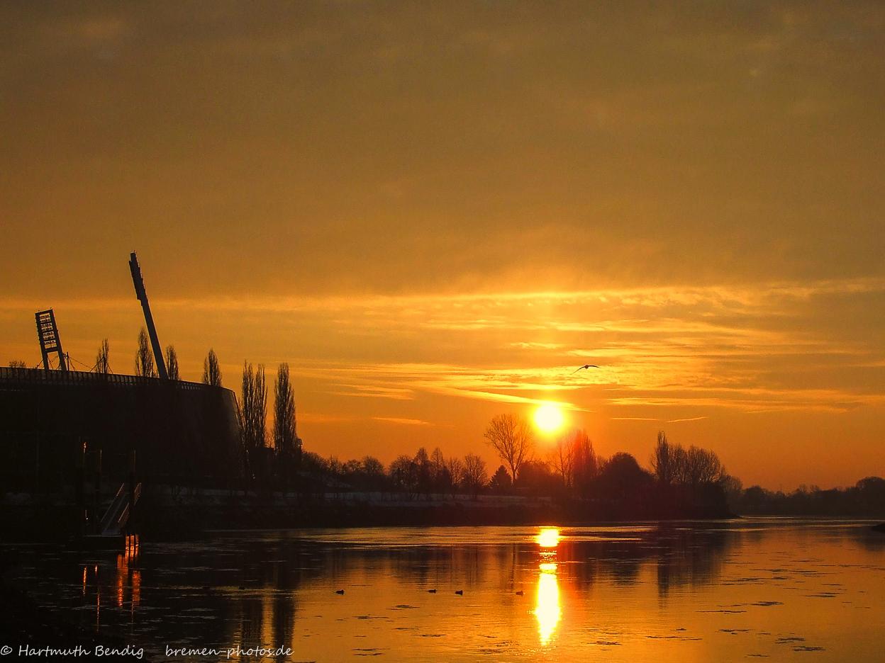 Sonnenaufgang am Weserbogen / Weserstadion