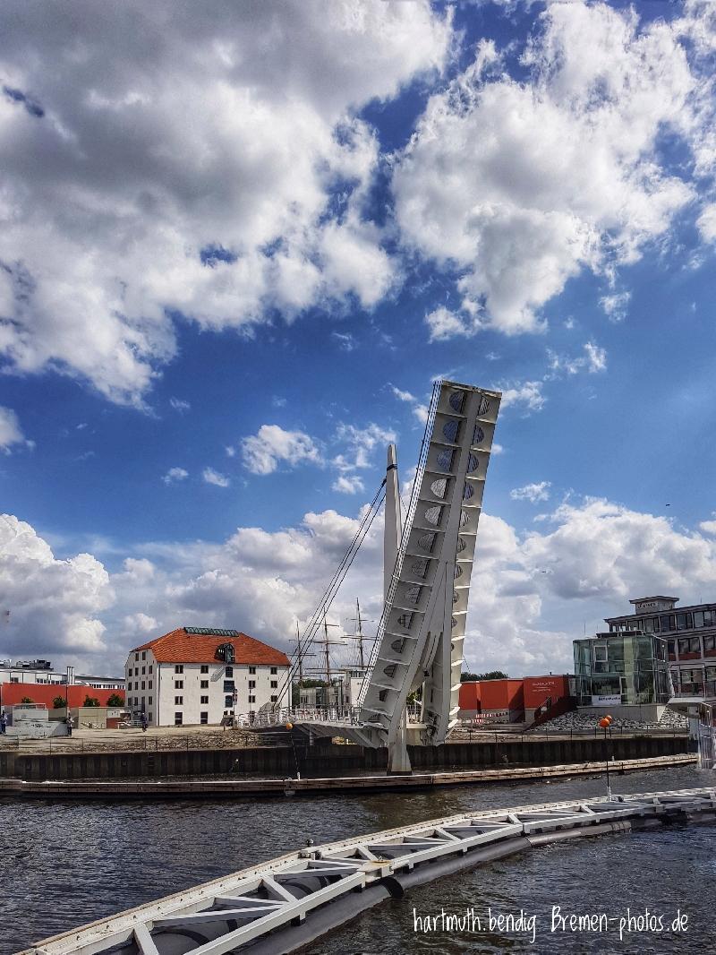 Klappbrücke am Vegesacker Hafen